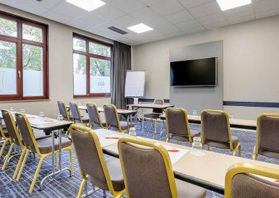 Ibis Bremen City Tagungsraum in parlamentarischer Stellung seitliche Ansicht